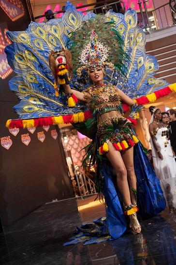 2ac64218f Indonesia had been tapping the rich diversity of its archipelago in  dressing its Miss Universe ...