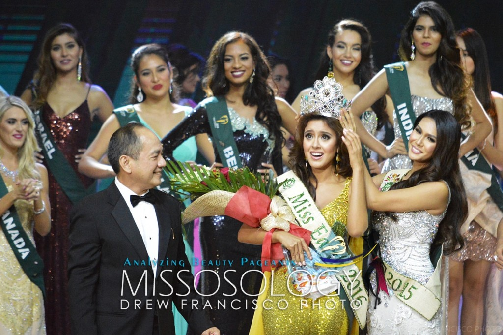 Miss Earth 2016 Katherine Espin of Ecuador receives the crown from outgoing queen Angelia Ong.