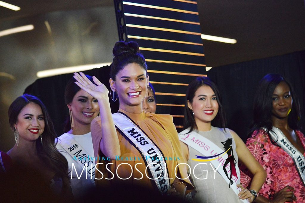 Miss Universe 2015 Pia Alonzo Wurtzbach waves to the crowd at the 65th Miss Universe kick-off event held December 11 at S Maison in Conrad Hotel, Pasay City. (Missosology.Org)
