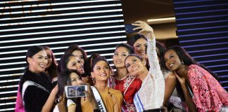 Miss Universe 2015 Pia Wurtzbach and some of this year's candidates take a group photo at the 65th Miss Universe kick-off event held December 11 at S Maison in Conrad Hotel, Pasay City. (Missosology.Org)