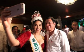 President Rodrigo Duterte and Miss International 2016 Kylie Verzosa pose for a selfie during the Christmas lighting ceremony at the Malacañan Palace grounds on December 5, 2016. ACE MORANDANTE/ Presidential Photo