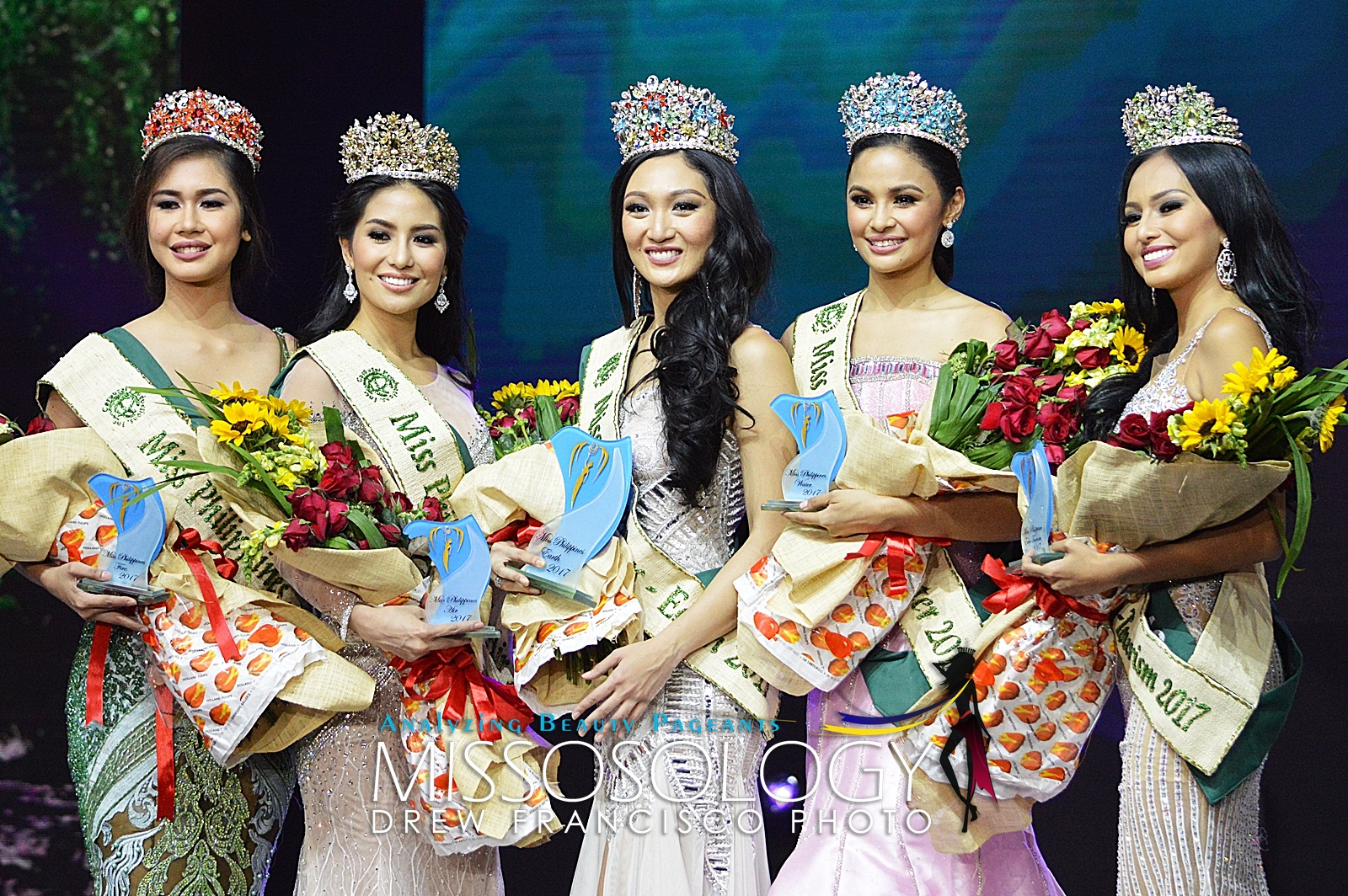 Miss Philippines Earth 2017 Karen Ibasco from the City of Manila with her elemental court: Miss Philippines Air Kim de Guzman from Olongapo City; Miss Philippines Water Jessica Marasigan from Caloocan City; Miss Philippines Fire Nellza Bautista from Villanueva, Misamis Oriental; and Miss Philippines Eco-Tourism Vanessa Mae Castillo from Lobo, Batangas.