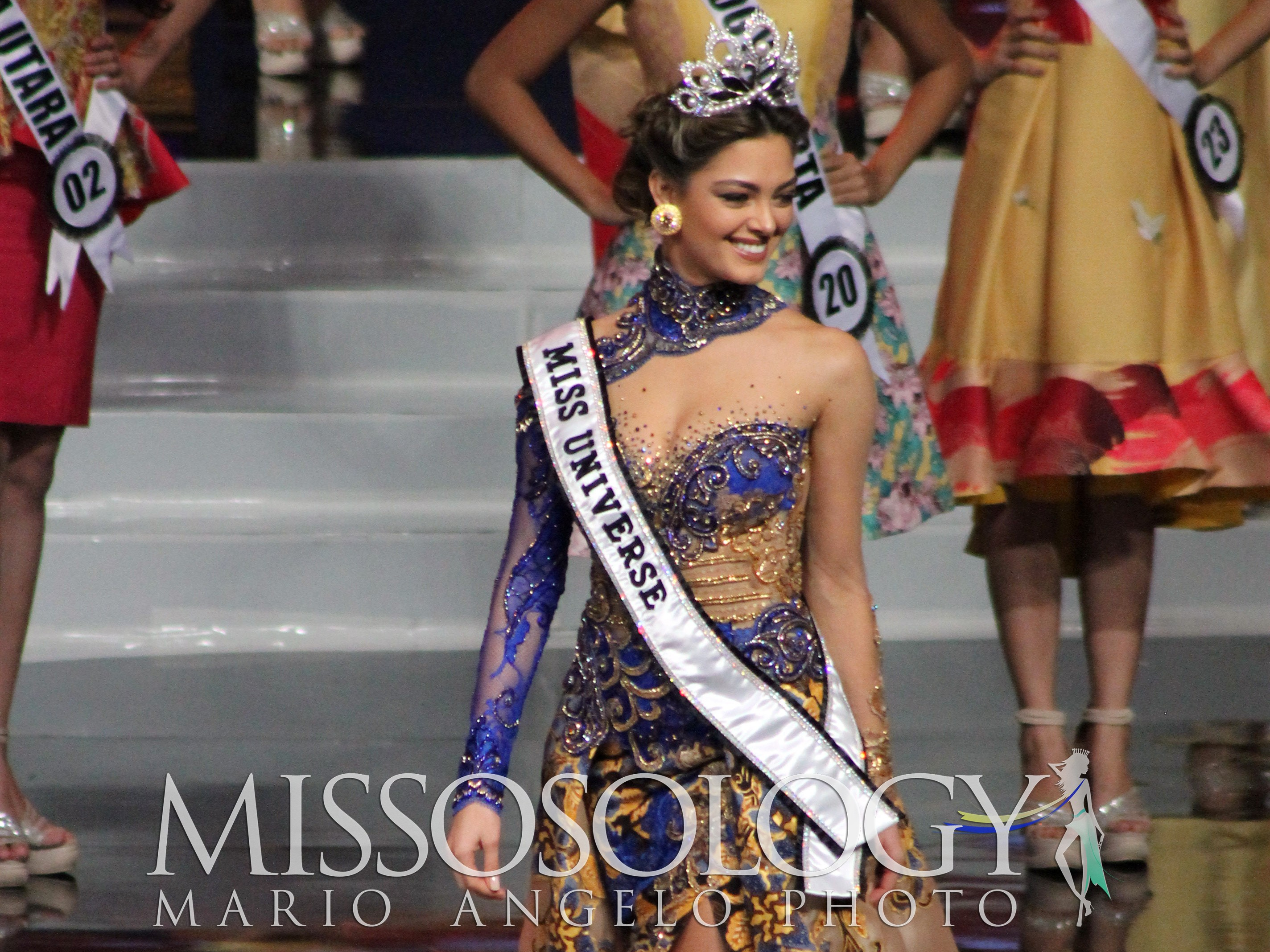 Philippines Miss Universe 2018 >> Miss Universe 2017 Demi Leigh Nel-Peters sizzles in her kebaya - Missosology