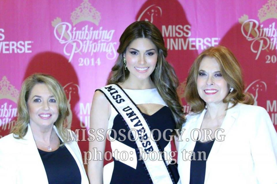 Stella Marquez Araneta (right) with Shugart and Miss Universe 2013 Gabriela Isler at a press conference in Manila on March 2014